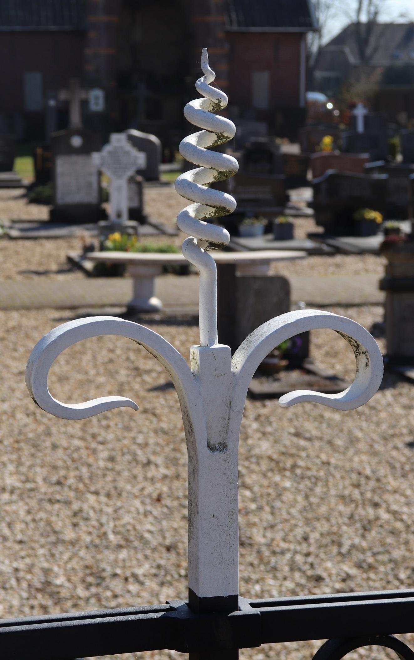 Hekwerk kerkhof Olburgen