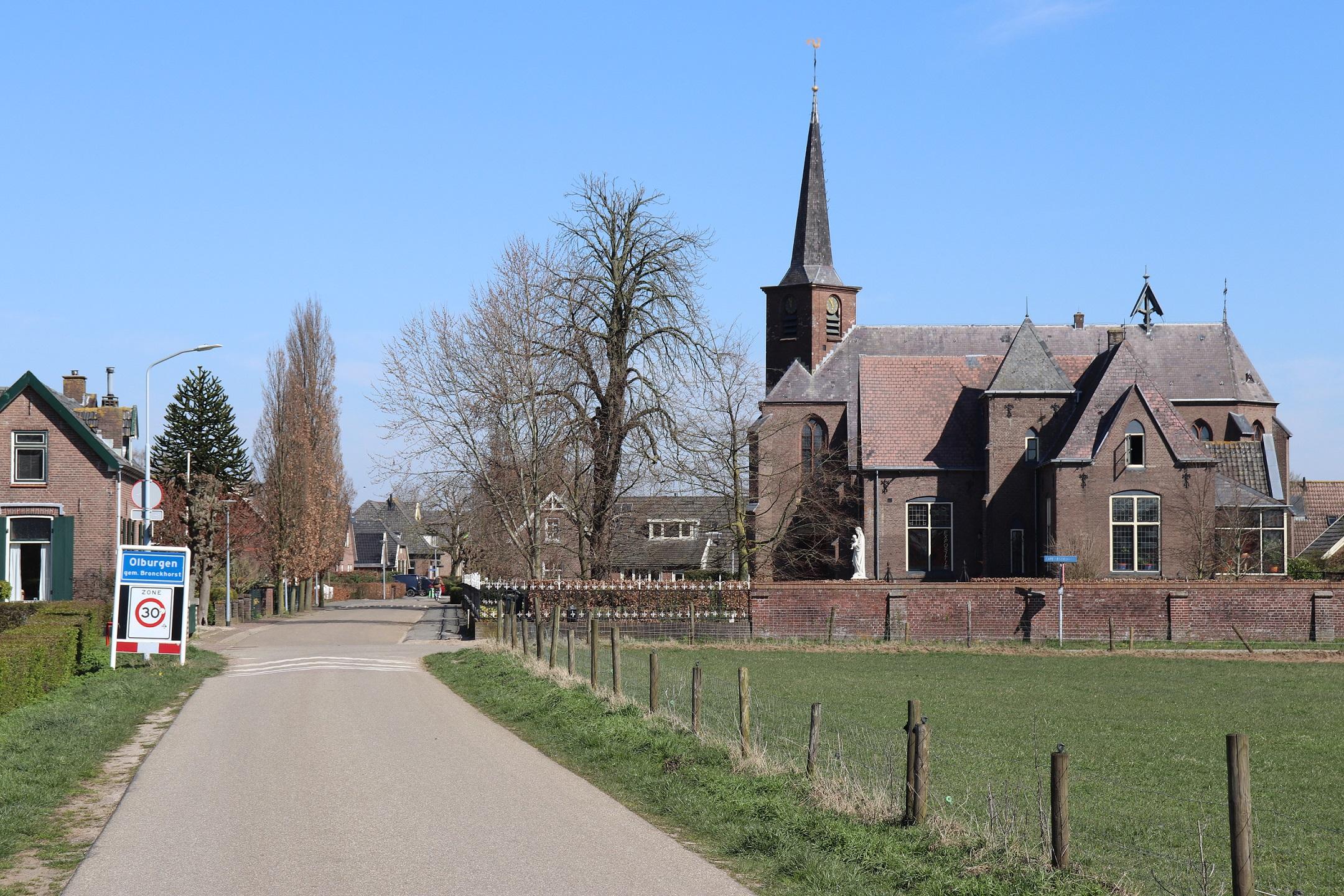 Entree Olburgen bij de Willibrorduskerk