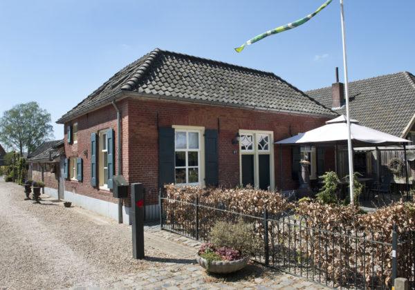 Hummelo Dorpsstraat 8 Dubbel woonhuis