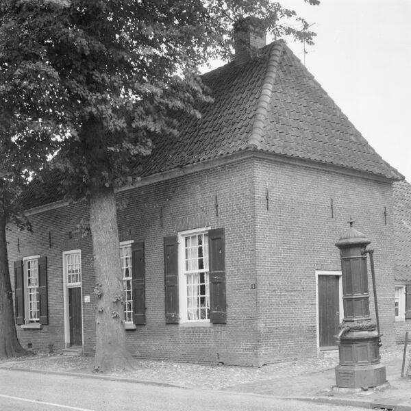 Hummelo Dorpsstraat 3 - 5 Dwarshuis