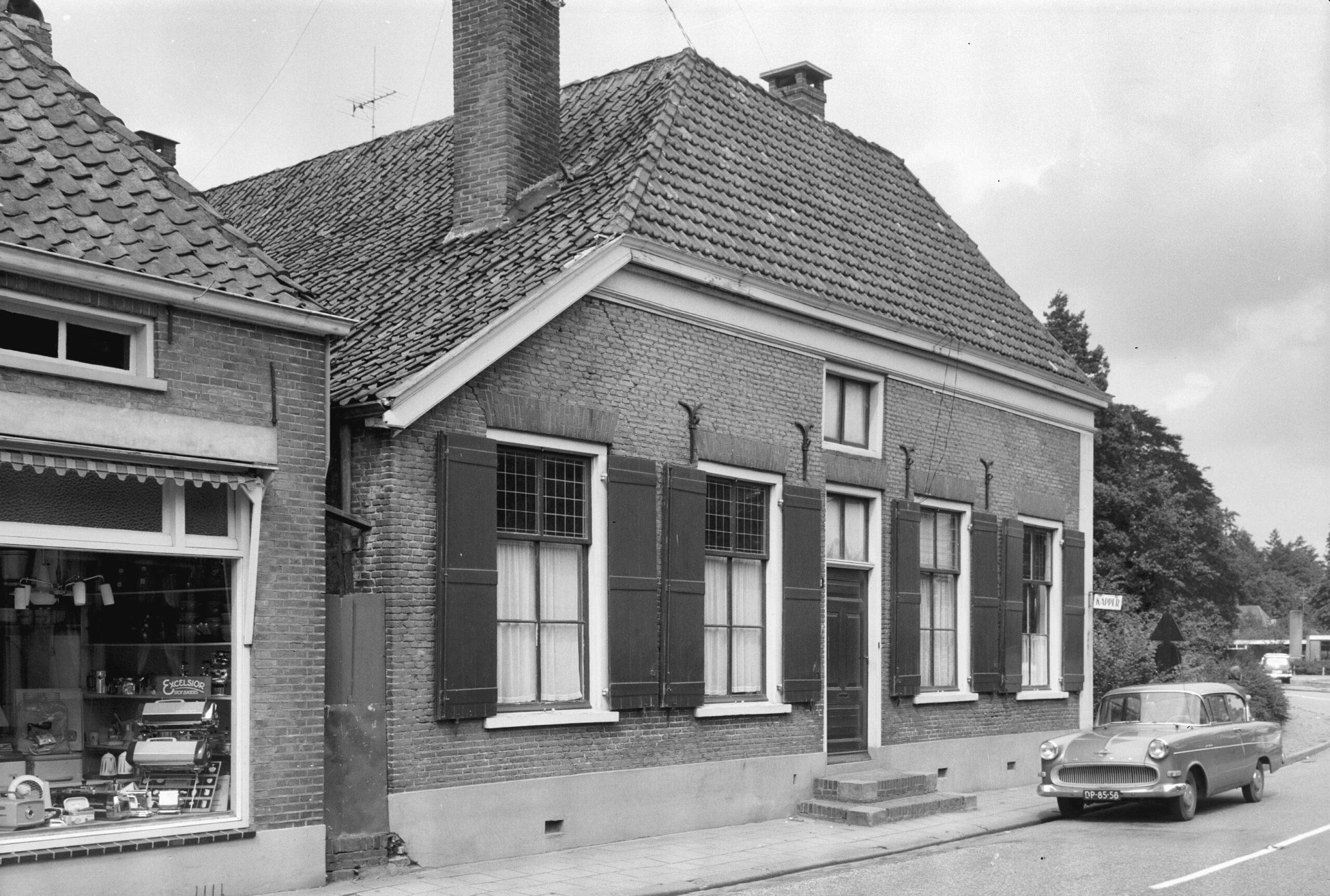 Laag-Keppel Dorpsstraat 2 en 4 Boerderij
