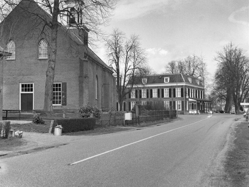Hummelo Dorpsstraat 22 N.H. Kerk en Gouden Karper