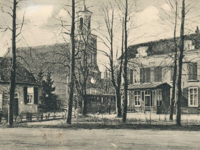 Hummelo Dorpsstraat N.H. Kerk en Gouden Karper